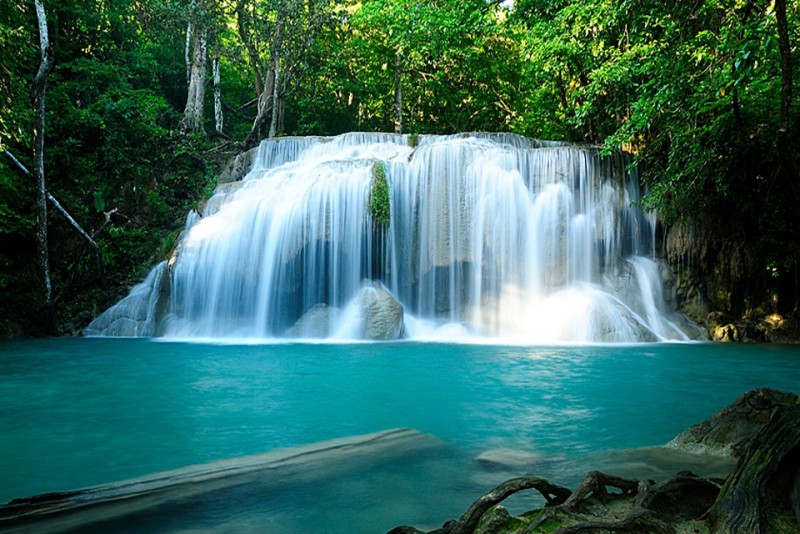Thailand-waterfall-bathing