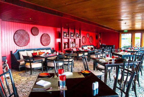 Intercontinental Samui restaurant, red walls, dining table