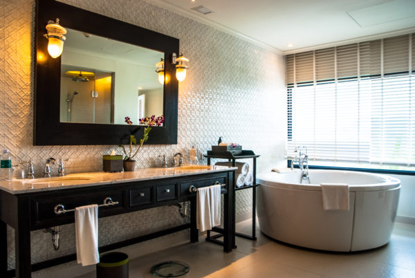 Intercontinental Samui, bathroom, bathtub