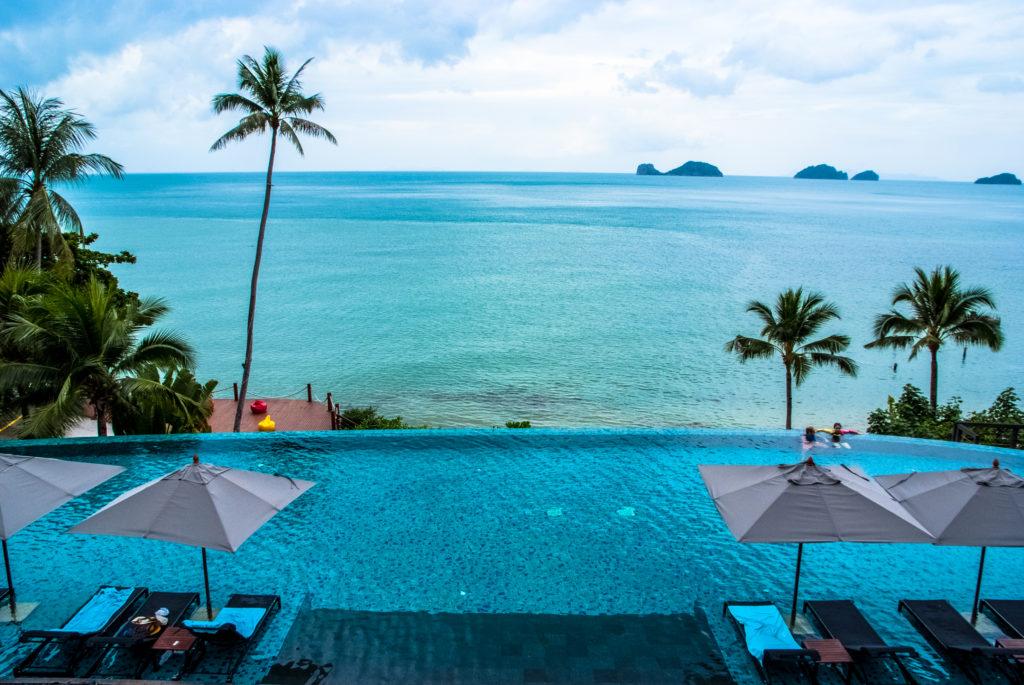 Conrad Samui, infinity pool, seaview, palm trees, blue turquoise waters
